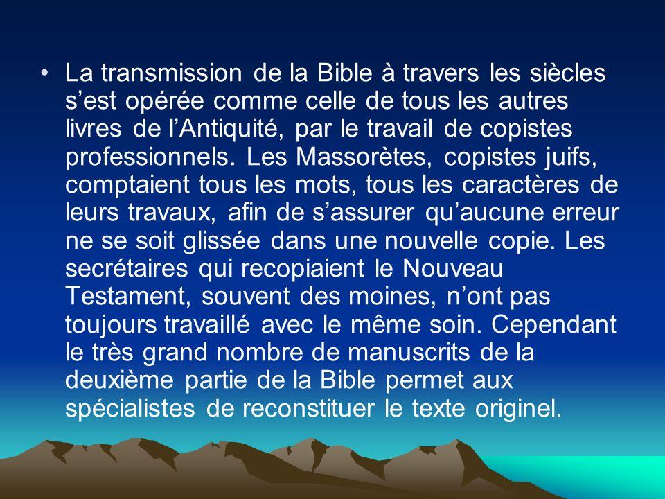 La transmission de la Bible à travers les siècles s'est opérée comme celle de tous les autres livres de l'Antiquité, par le travail de copistes professionnels.