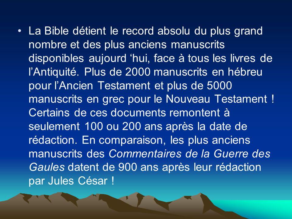 La Bible détient le record absolu du plus grand nombre et des plus anciens manuscrits disponibles aujourd 'hui, face à tous les livres de l'Antiquité.