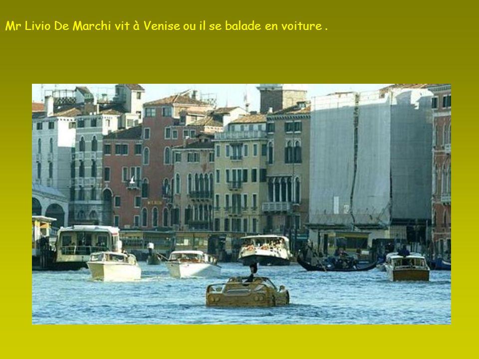Mr Livio De Marchi vit à Venise ou il se balade en voiture .
