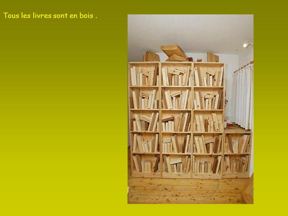 Tous les livres sont en bois .