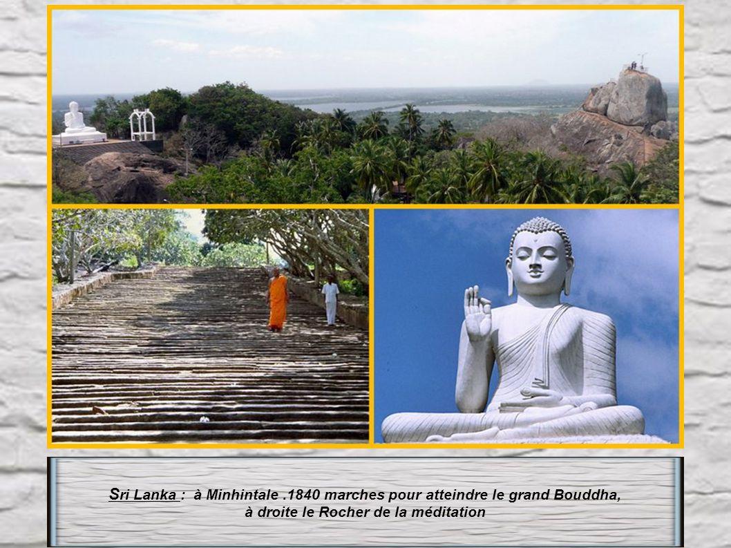 à droite le Rocher de la méditation