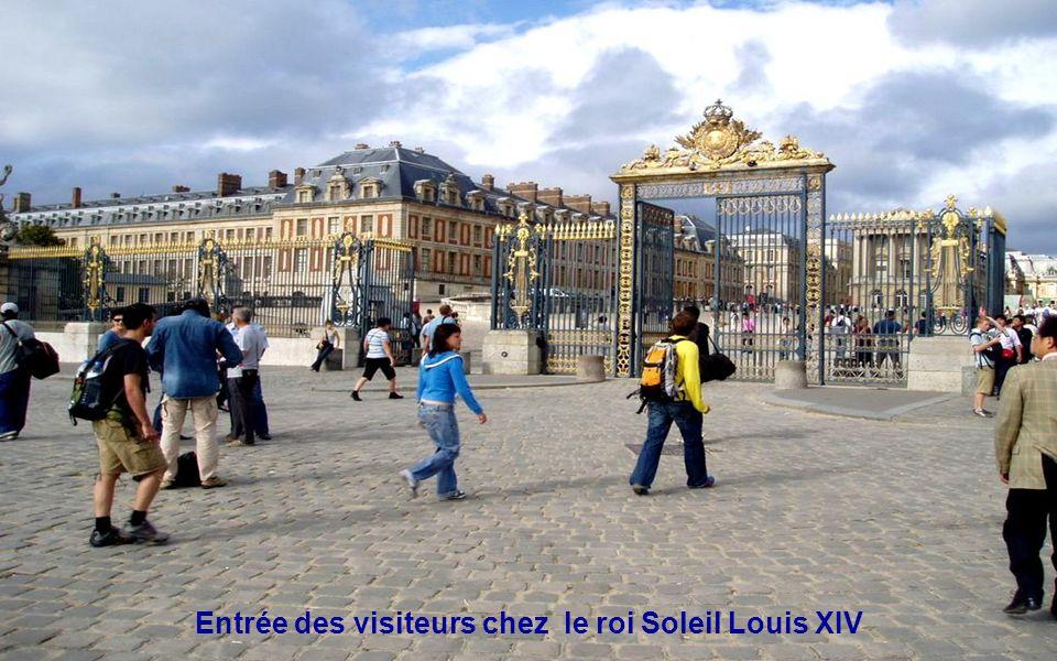 Entrée des visiteurs chez le roi Soleil Louis XIV