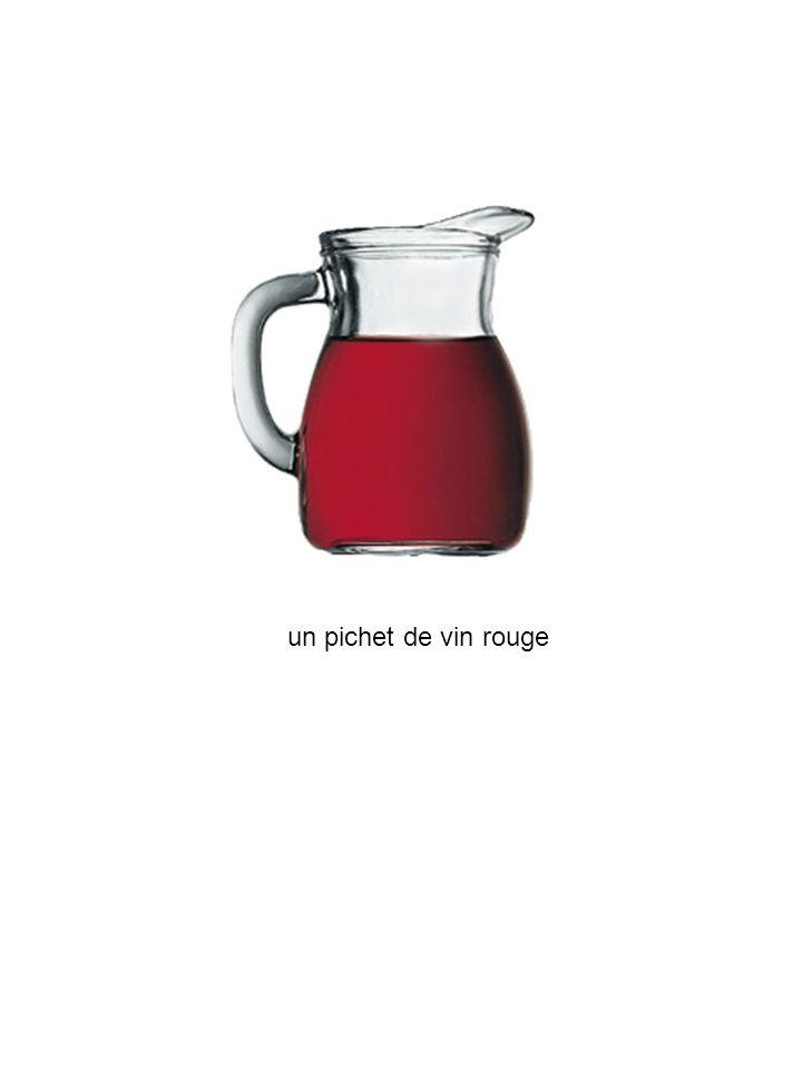 un pichet de vin rouge