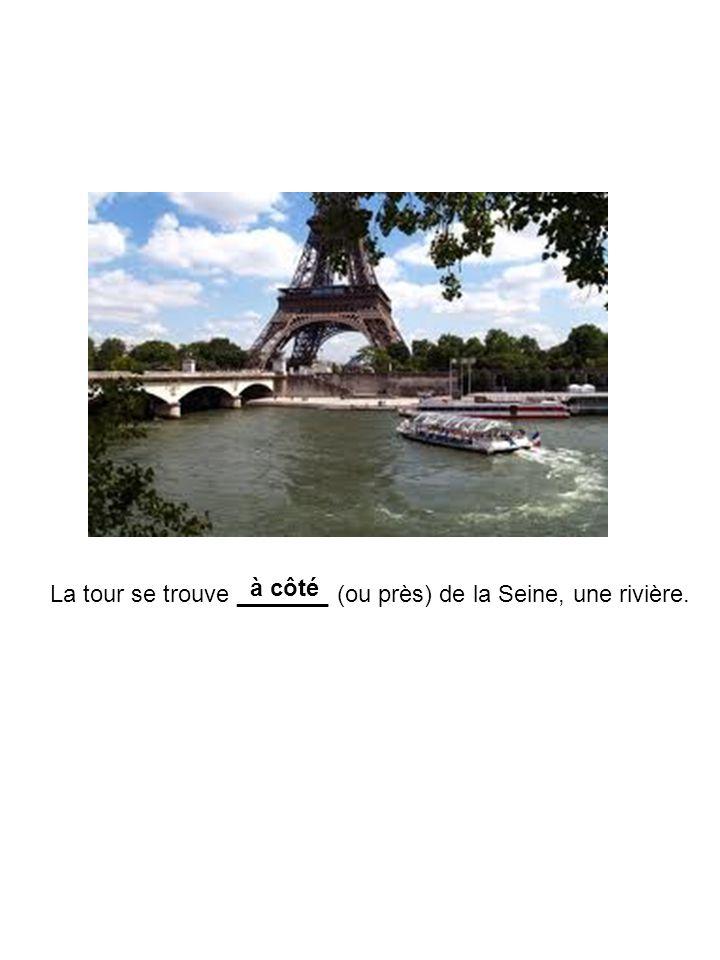 à côté La tour se trouve _______ (ou près) de la Seine, une rivière.