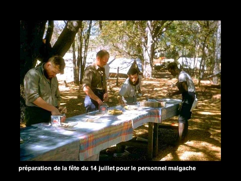 préparation de la fête du 14 juillet pour le personnel malgache