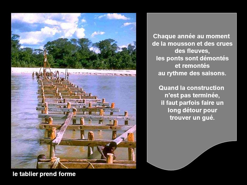 de la mousson et des crues des fleuves, les ponts sont démontés