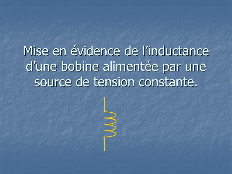 Mise en évidence de l'inductance d'une bobine alimentée par une source de tension constante.