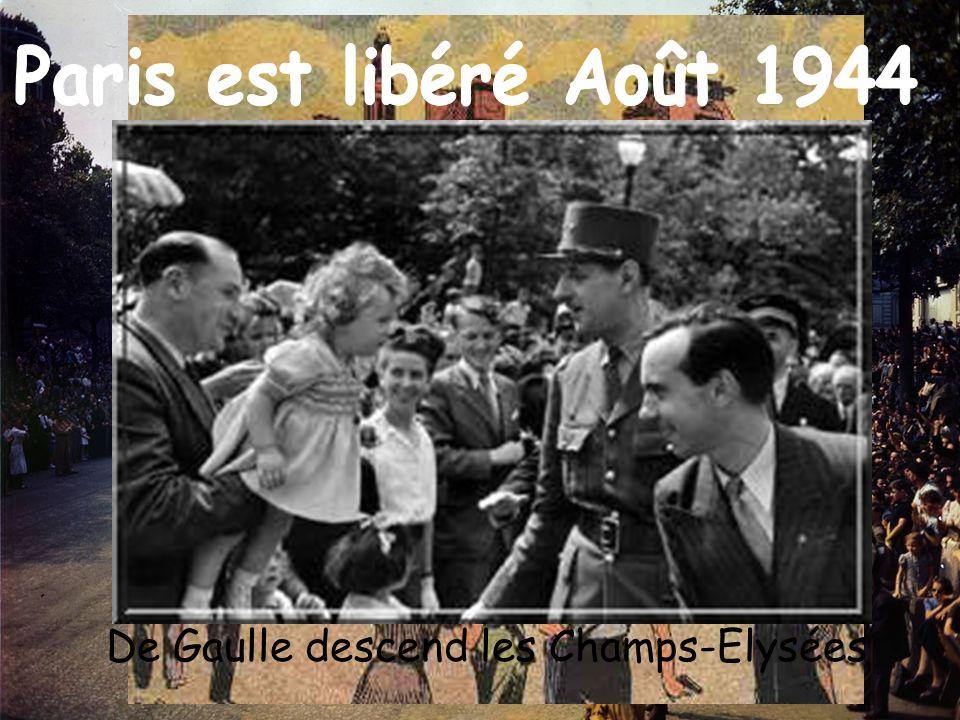 Paris est libéré Août 1944 De Gaulle descend les Champs-Elysées
