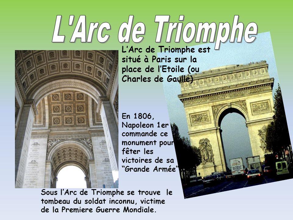 L Arc de Triomphe L'Arc de Triomphe est situé à Paris sur la place de l'Etoile (ou Charles de Gaulle)