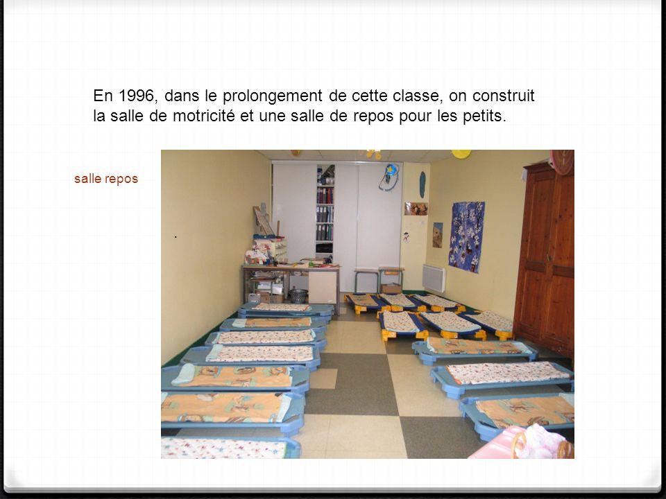 En 1996, dans le prolongement de cette classe, on construit la salle de motricité et une salle de repos pour les petits.