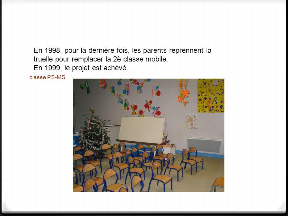 En 1998, pour la dernière fois, les parents reprennent la truelle pour remplacer la 2è classe mobile.