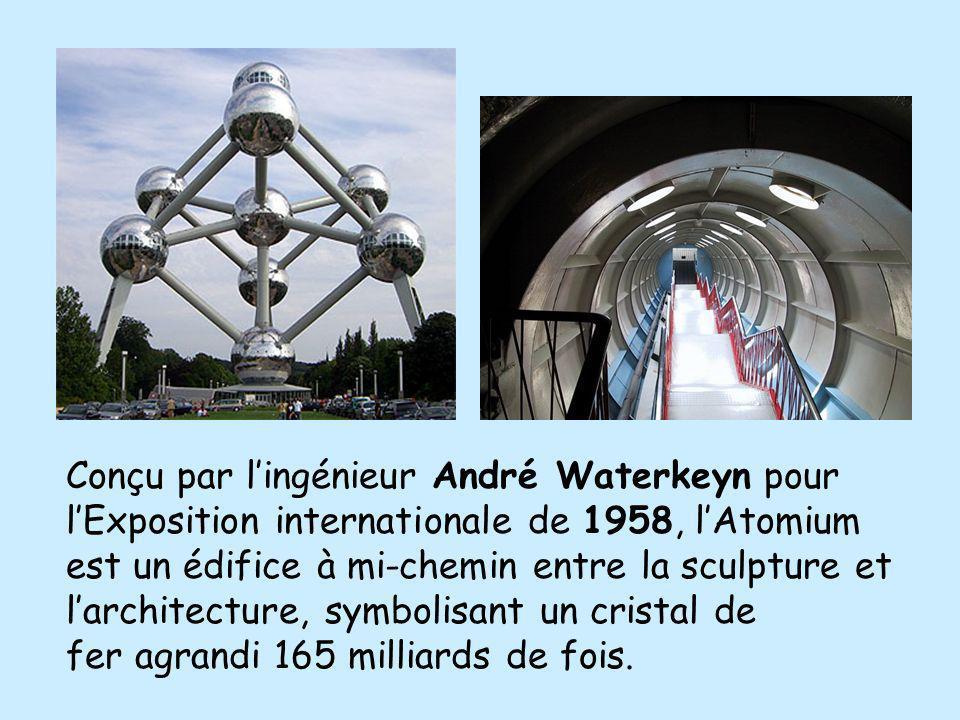 Conçu par l'ingénieur André Waterkeyn pour l'Exposition internationale de 1958, l'Atomium est un édifice à mi-chemin entre la sculpture et l'architecture, symbolisant un cristal de fer agrandi 165 milliards de fois.