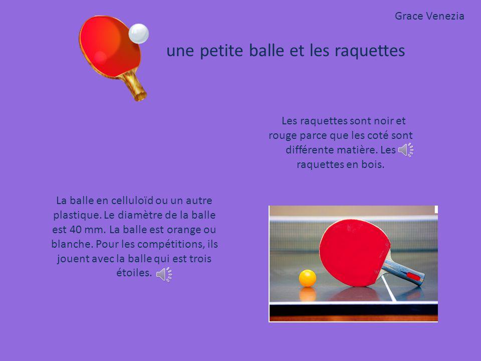 Grace Venezia une petite balle et les raquettes. Les raquettes sont noir et rouge parce que les coté sont différente matière. Les raquettes en bois.
