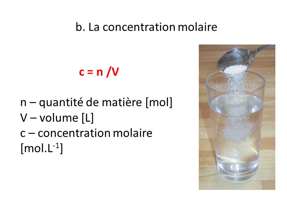 b. La concentration molaire