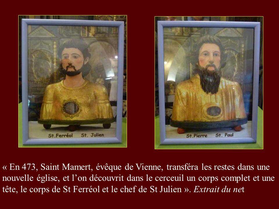« En 473, Saint Mamert, évêque de Vienne, transféra les restes dans une nouvelle église, et l'on découvrit dans le cerceuil un corps complet et une tête, le corps de St Ferréol et le chef de St Julien ».