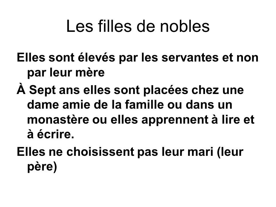 Les filles de nobles Elles sont élevés par les servantes et non par leur mère.