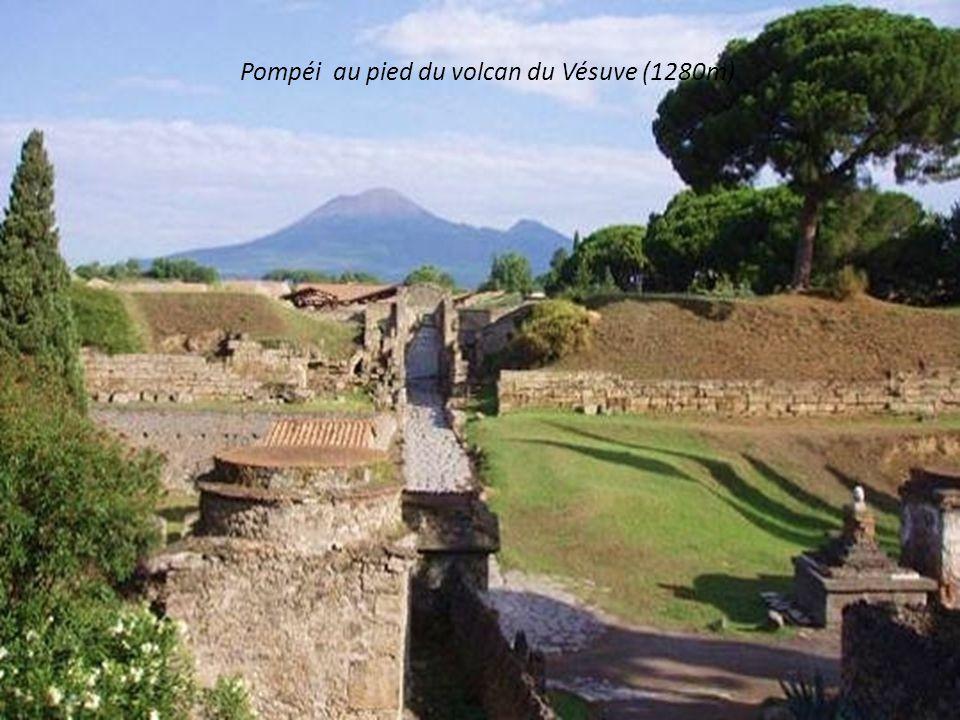 Pompéi au pied du volcan du Vésuve (1280m)