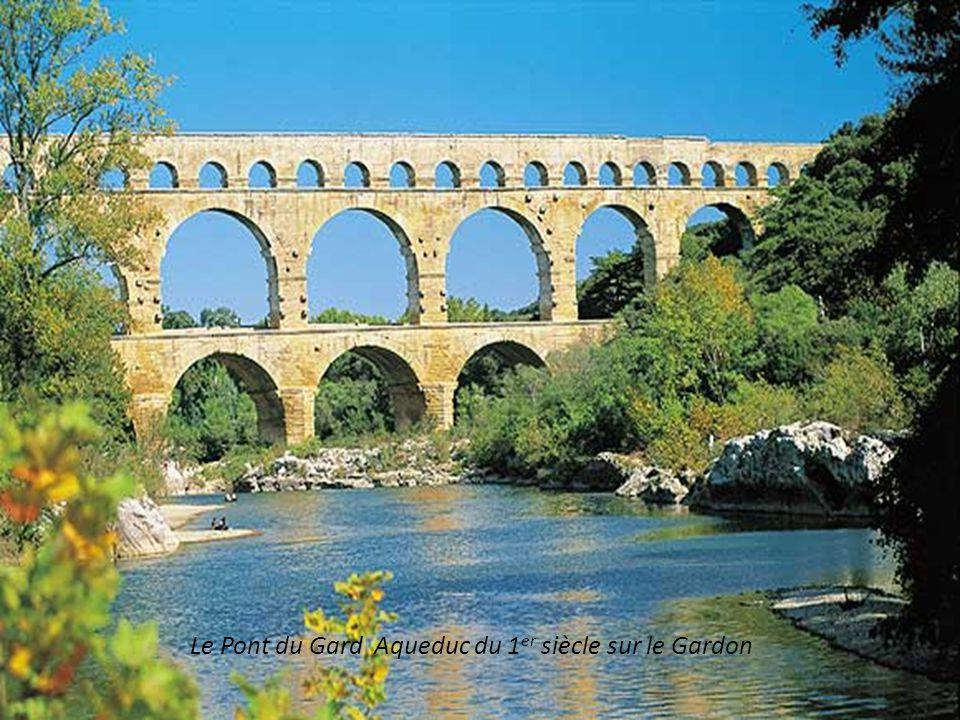 Le Pont du Gard Aqueduc du 1er siècle sur le Gardon