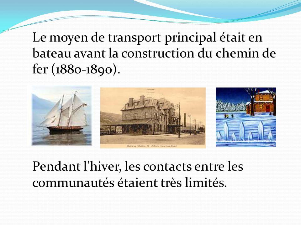 Le moyen de transport principal était en bateau avant la construction du chemin de fer (1880-1890).