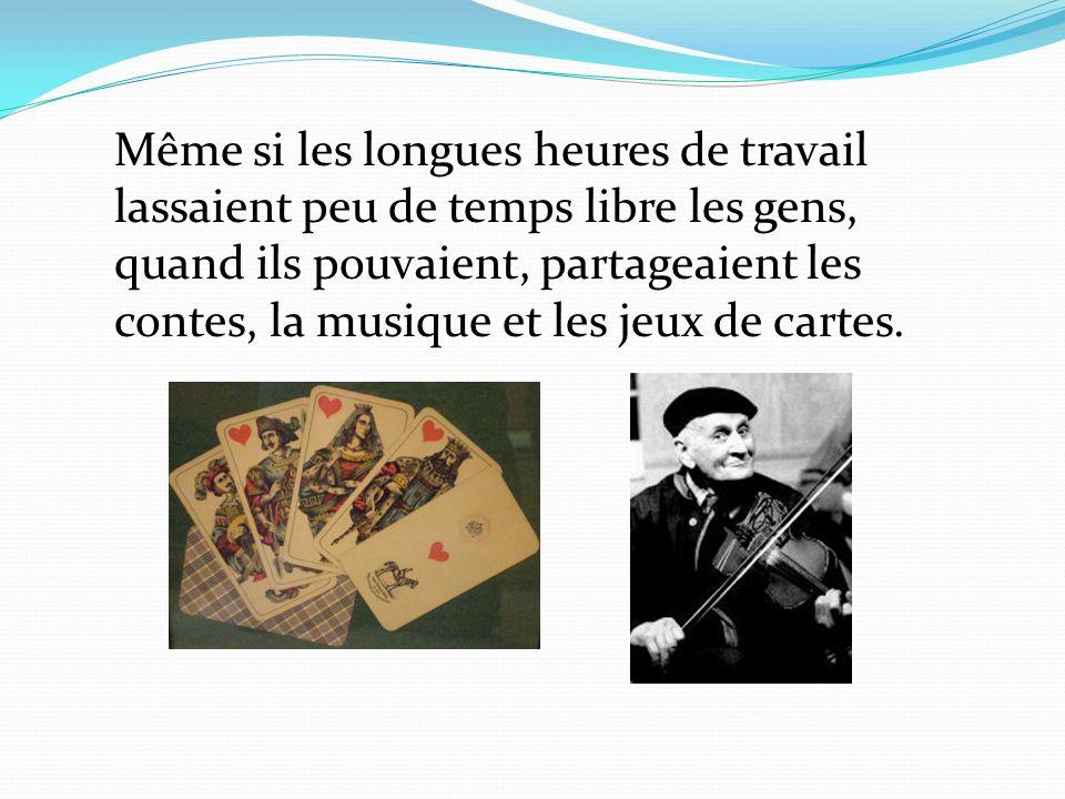 Même si les longues heures de travail lassaient peu de temps libre les gens, quand ils pouvaient, partageaient les contes, la musique et les jeux de cartes.