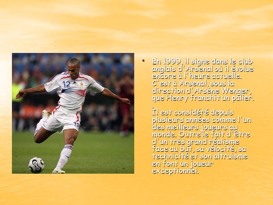 En 1999, il signe dans le club anglais d Arsenal où il évolue encore à l heure actuelle.