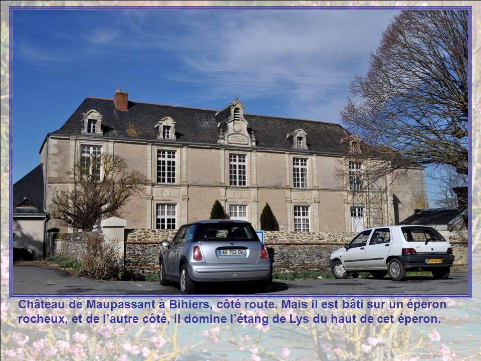 Château de Maupassant à Bihiers, côté route