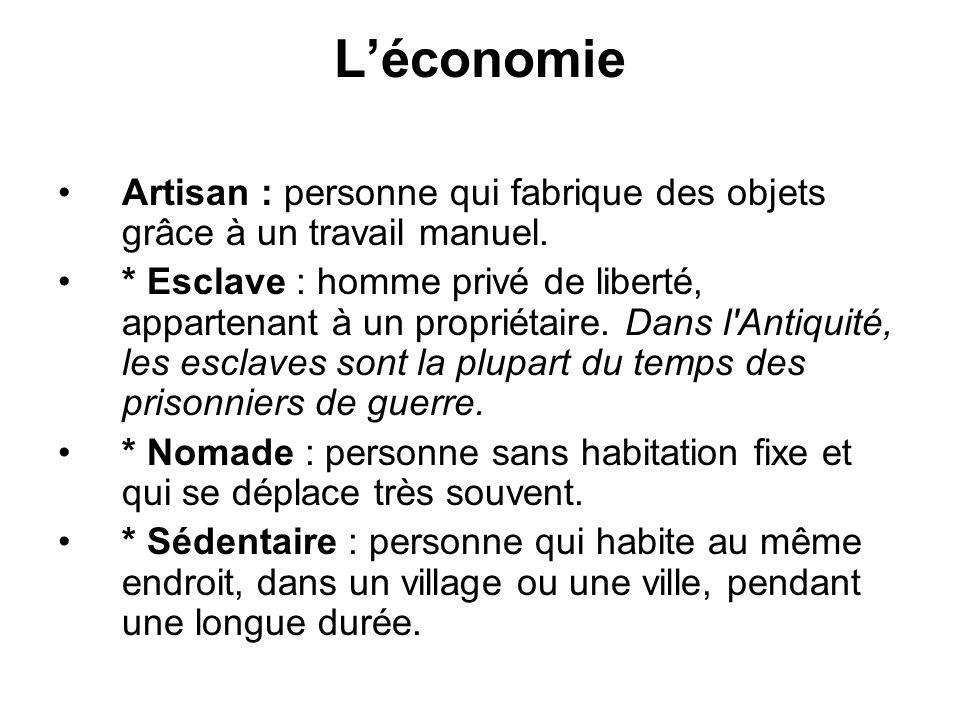 L'économie Artisan : personne qui fabrique des objets grâce à un travail manuel.
