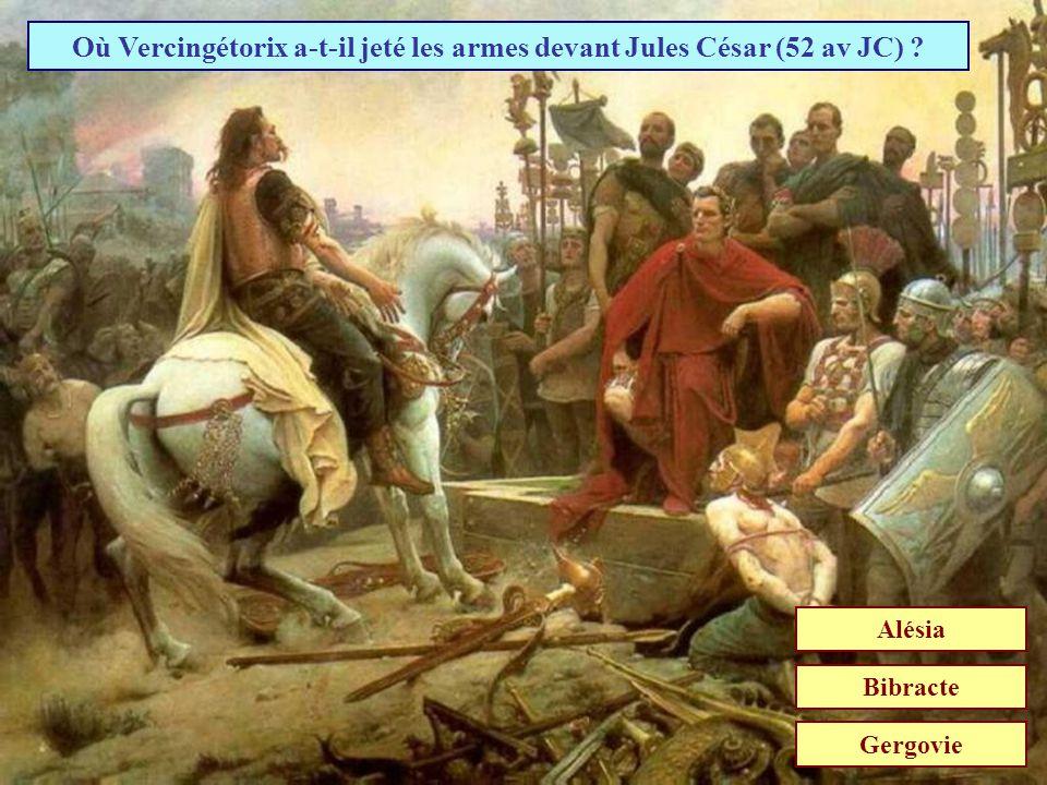 Où Vercingétorix a-t-il jeté les armes devant Jules César (52 av JC)