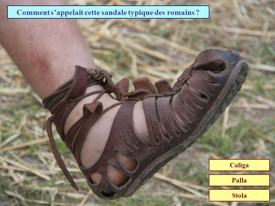 Comment s'appelait cette sandale typique des romains