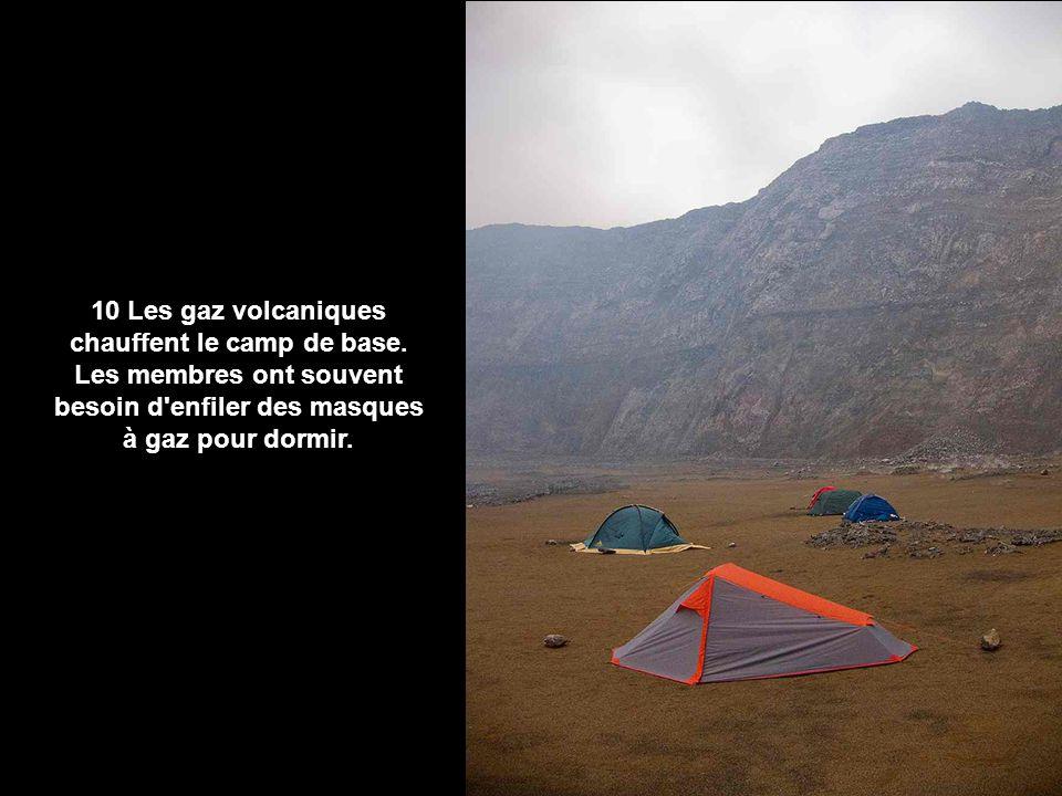 10 Les gaz volcaniques chauffent le camp de base