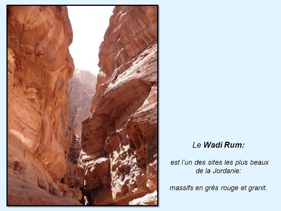 Le Wadi Rum: est l'un des sites les plus beaux de la Jordanie: