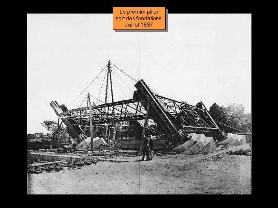 Le premier pilier sort des fondations. Juillet 1887