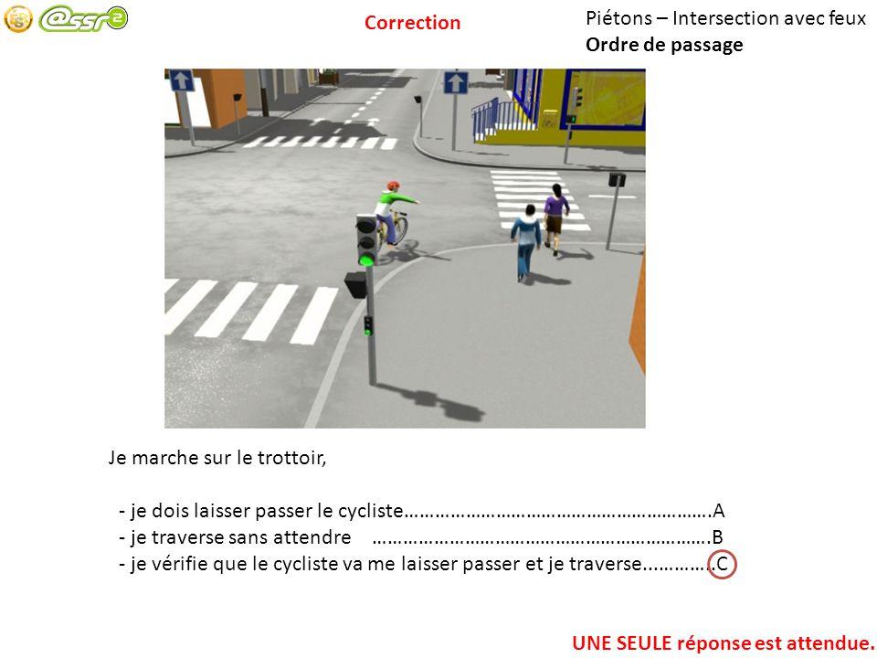 Correction Piétons – Intersection avec feux. Ordre de passage. Je marche sur le trottoir,