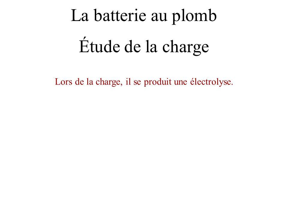 Lors de la charge, il se produit une électrolyse.