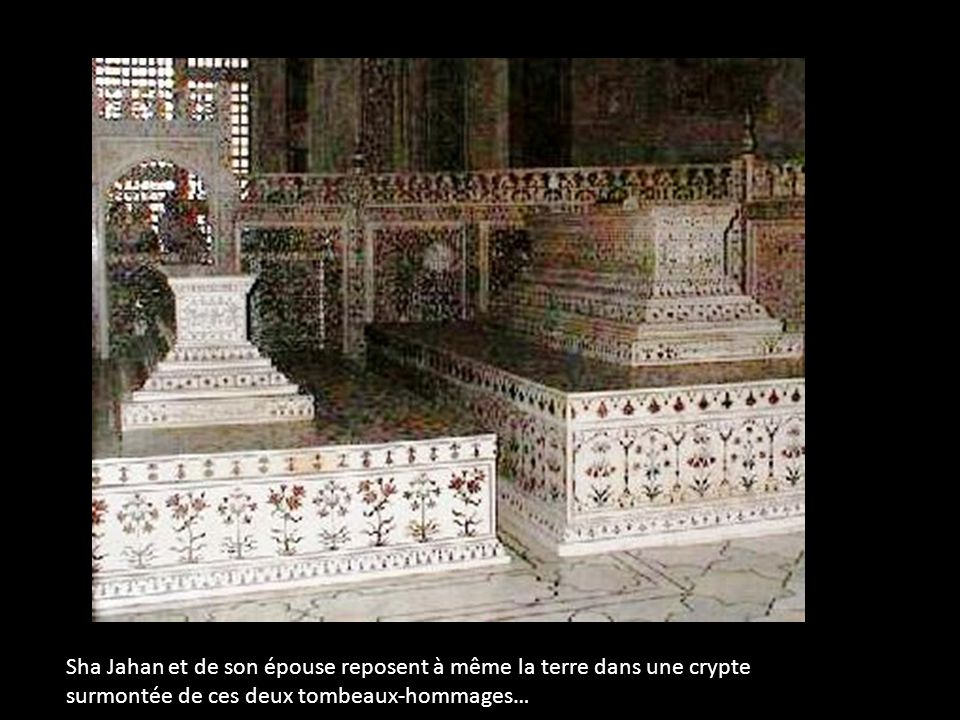 Sha Jahan et de son épouse reposent à même la terre dans une crypte