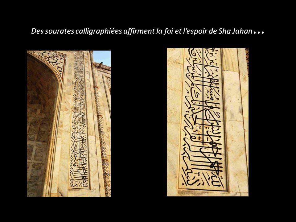 Des sourates calligraphiées affirment la foi et l'espoir de Sha Jahan…