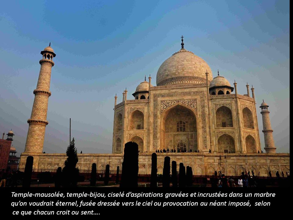 Temple-mausolée, temple-bijou, ciselé d'aspirations gravées et incrustées dans un marbre