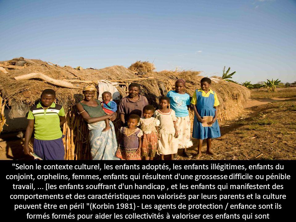 Selon le contexte culturel, les enfants adoptés, les enfants illégitimes, enfants du conjoint, orphelins, femmes, enfants qui résultent d une grossesse difficile ou pénible travail, ...