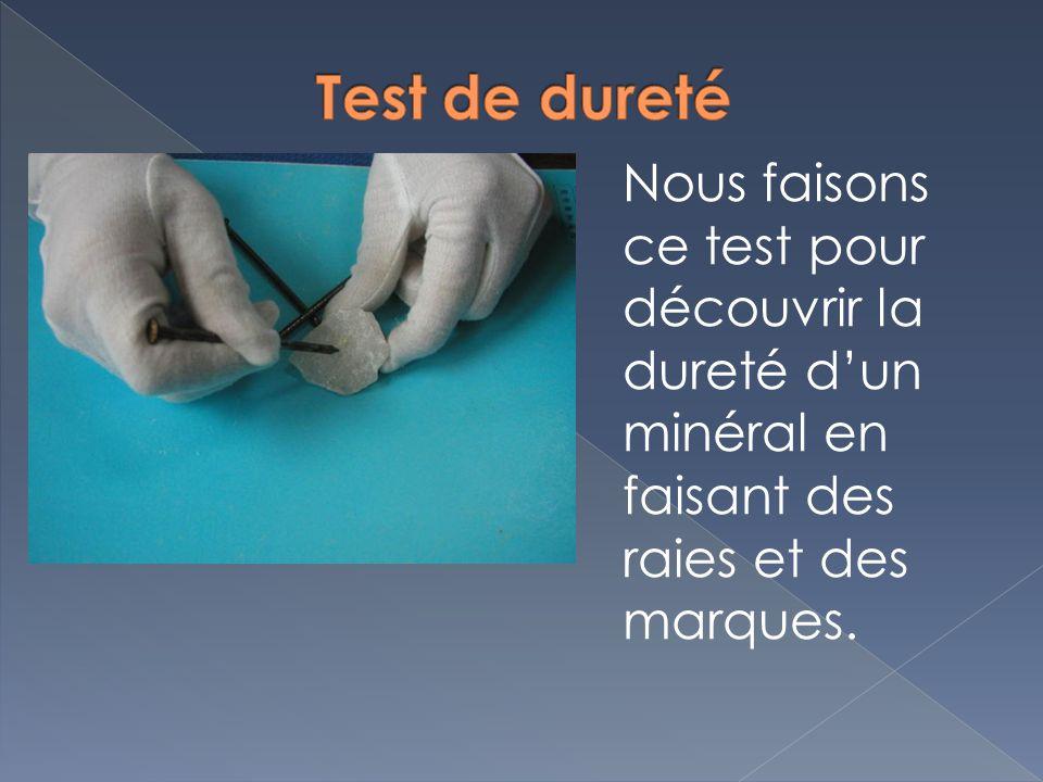Test de dureté Nous faisons ce test pour découvrir la dureté d'un minéral en faisant des raies et des marques.