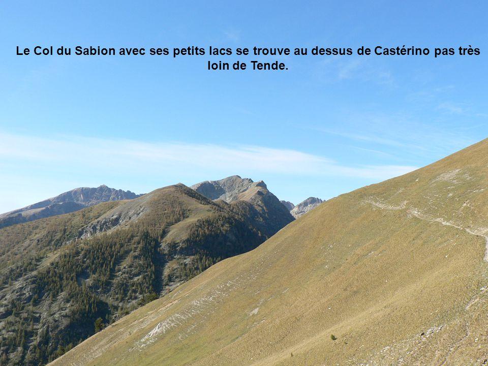 Le Col du Sabion avec ses petits lacs se trouve au dessus de Castérino pas très loin de Tende.