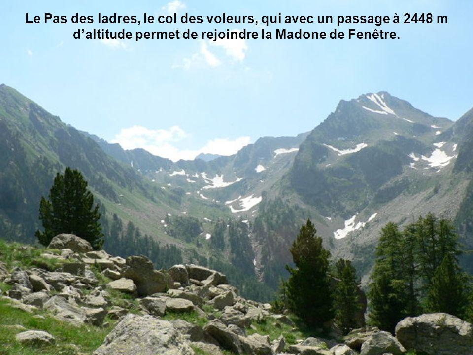 Le Pas des ladres, le col des voleurs, qui avec un passage à 2448 m d'altitude permet de rejoindre la Madone de Fenêtre.