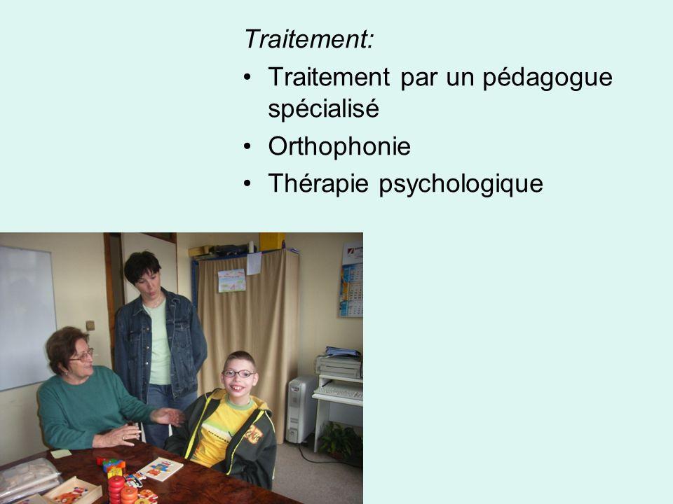 Traitement: Traitement par un pédagogue spécialisé Orthophonie Thérapie psychologique