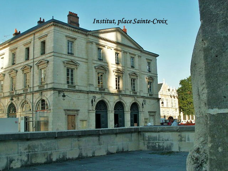 Institut, place Sainte-Croix