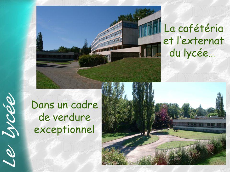 Le lycée La cafétéria et l'externat du lycée… Dans un cadre de verdure