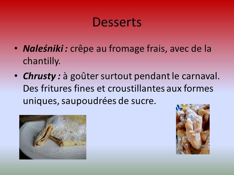 Desserts Naleśniki : crêpe au fromage frais, avec de la chantilly.