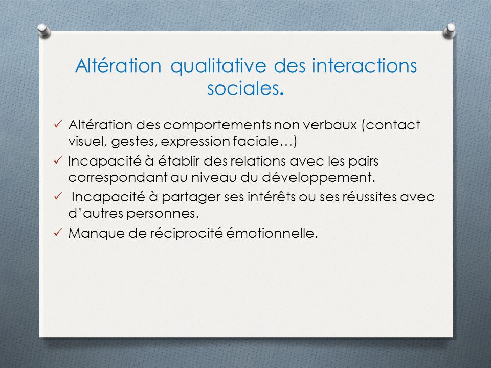 Altération qualitative des interactions sociales.