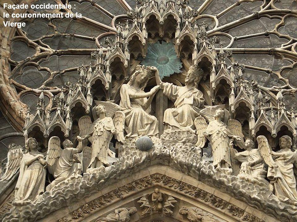 Façade occidentale : le couronnement de la Vierge