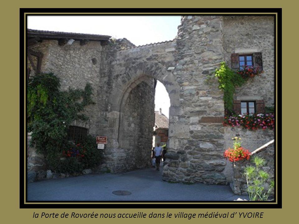 la Porte de Rovorée nous accueille dans le village médiéval d' YVOIRE