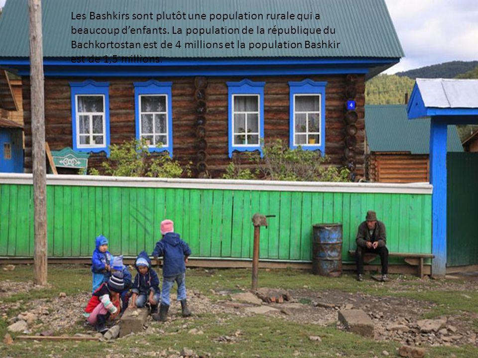 Les Bashkirs sont plutôt une population rurale qui a beaucoup d'enfants.
