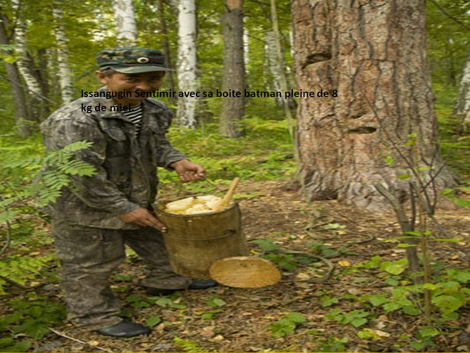 Issangugin Sentimir avec sa boite batman pleine de 8 kg de miel.